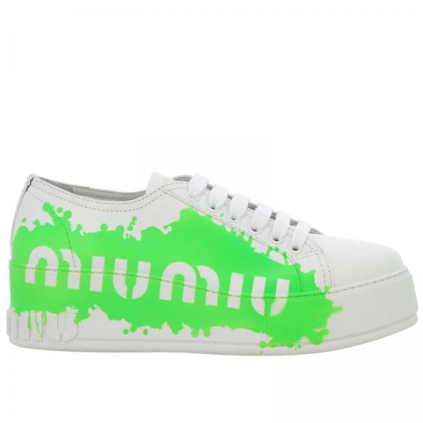 Sneakers stringata in pelle liscia con maxi stampa Miu Miu fluo a contrasto