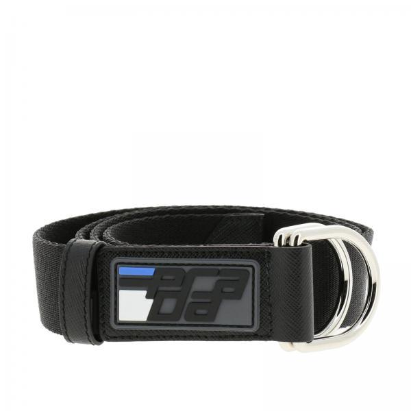 Cintura in nastro con maxi anelli metallici e patch in gomma Prada