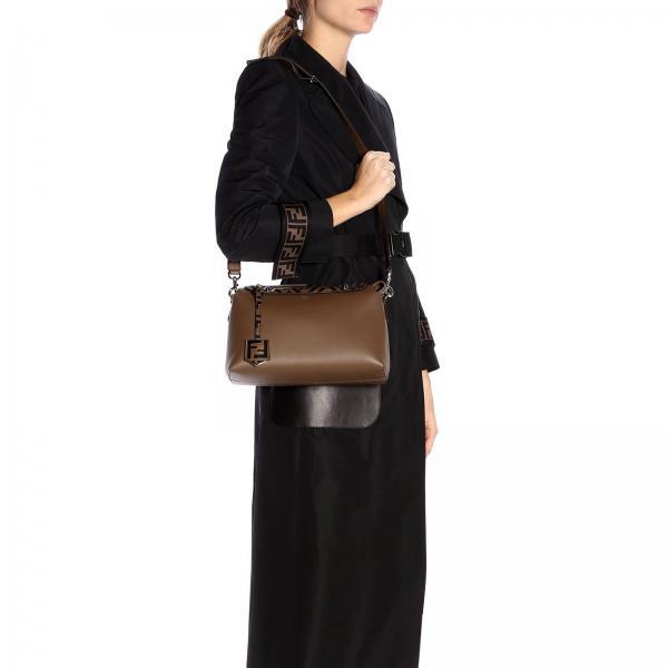 Way 8bl124 Con By Borse A Liscia The In Pelle Dettagli Donna Medium FendiBauletto A6co Ff Tracolla v80nOwmN