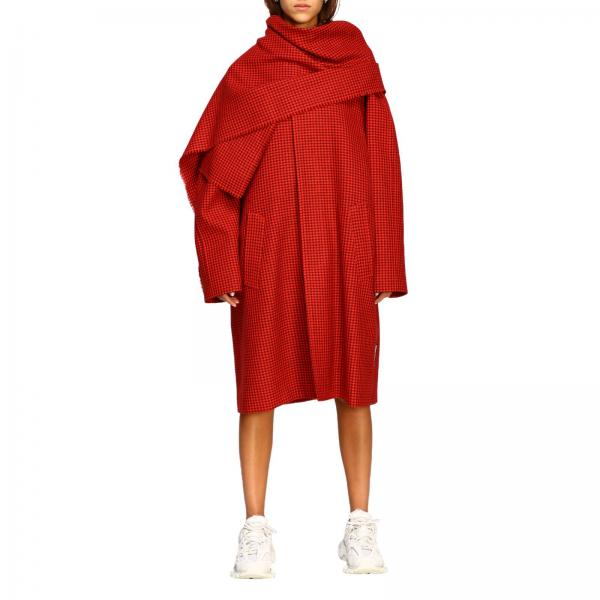 Cappotto over Balenciaga in lana check con maxi sciarpa
