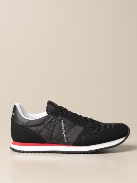 Basic running sneakers with contrast logo