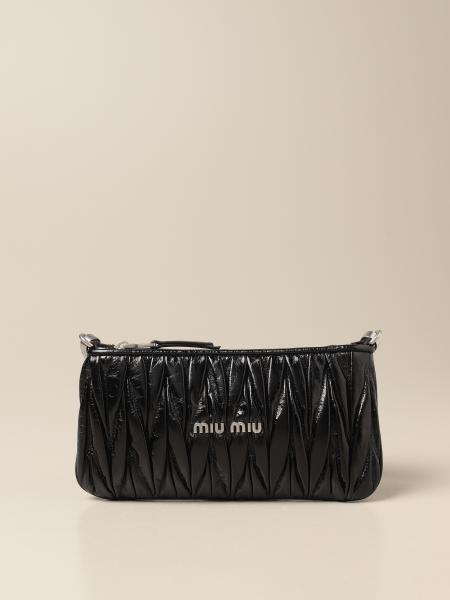 Miu Miu: Borsa a tracolla Miu Miu in pelle lucida matelassé