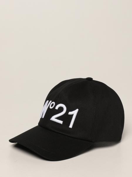 N° 21: Hat men N° 21