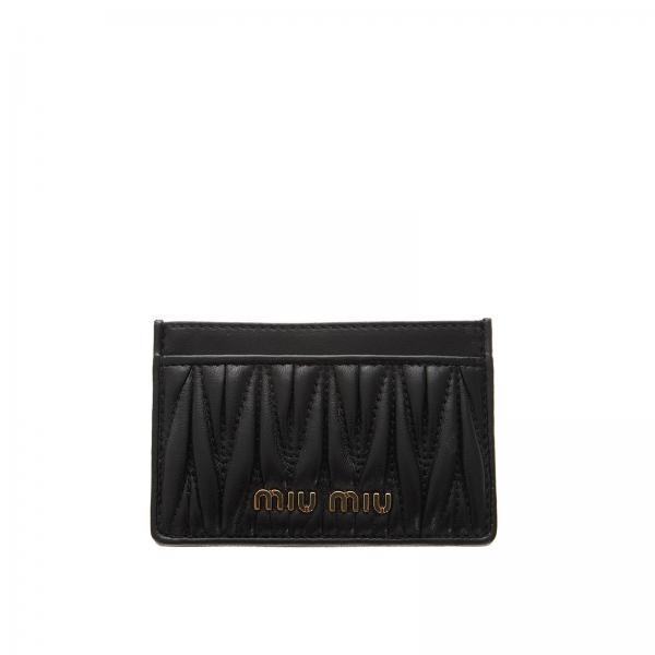 designer fashion 716ed b88ac Porta carte di credito in pelle matelassé con logo miu miu