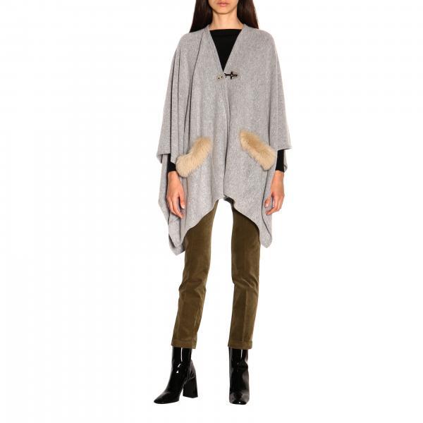 Mantella Fay in maglia con alamaro e bordi di pelliccia