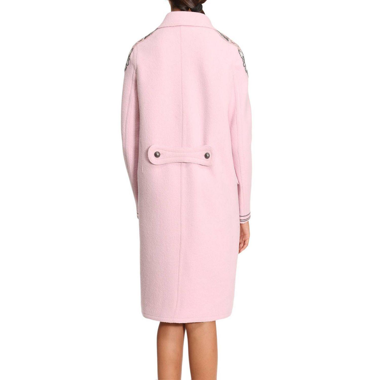 applicare perline su un cappotto
