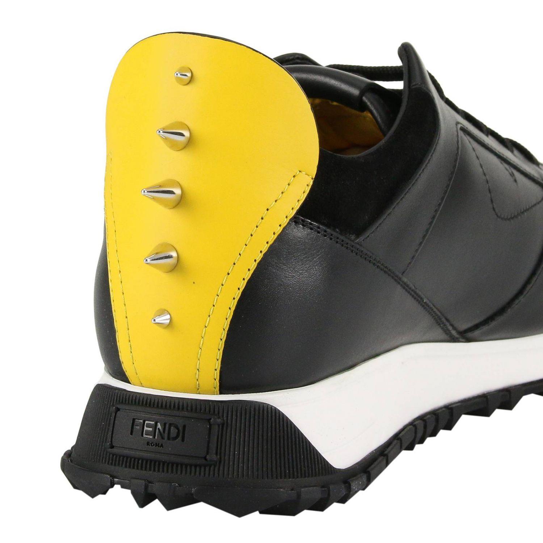 Sneakers stringata in pelle e camoscio con applicazione