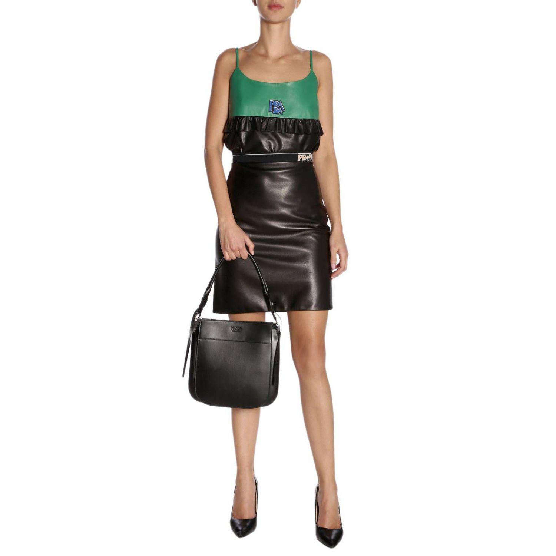 Prada Grand sac Margit dans un sac en cuir avec logo Prada monochrome noir 2