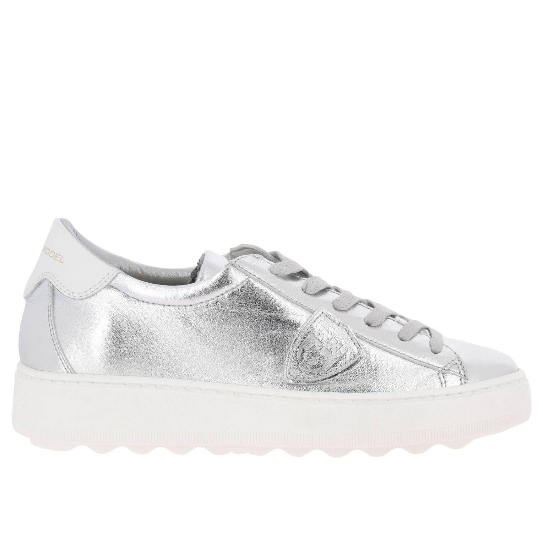 Sneakers Madeleine Runner stringata in pelle laminata con suola oversize argento 1
