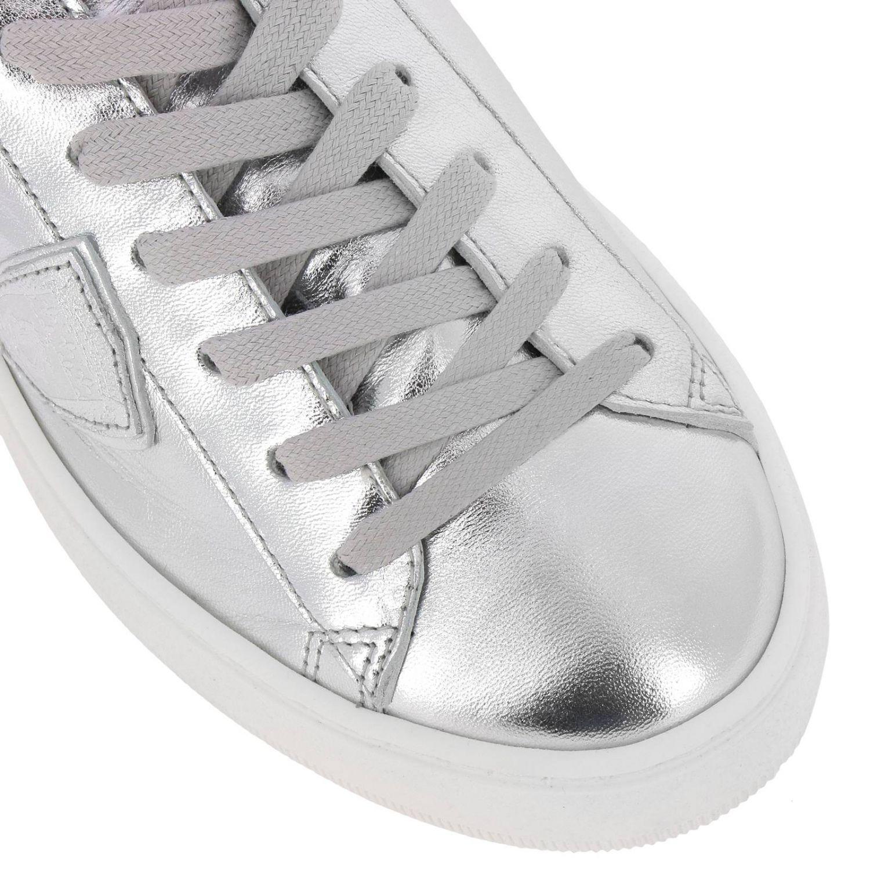 Sneakers Madeleine Runner stringata in pelle laminata con suola oversize argento 3