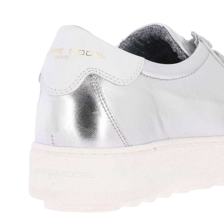 Sneakers Madeleine Runner stringata in pelle laminata con suola oversize argento 4