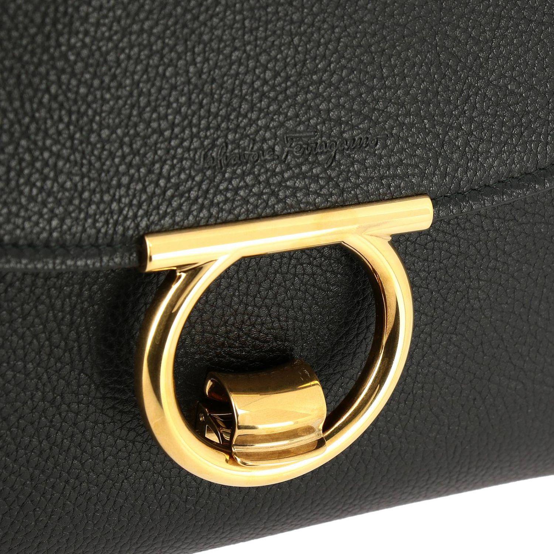 Gancini Softsegeltasche Margò Salvatore Ferragamo aus echtem gehämmertem Leder schwarz 4