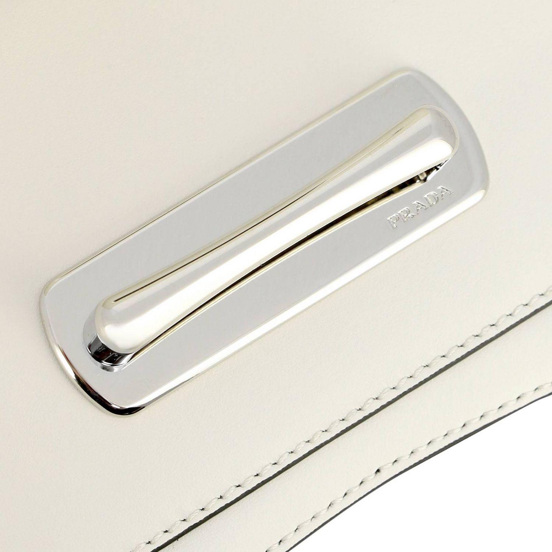 Borsa Sidonie a spalla in vera pelle bicolor con classico logo Prada bianco 4
