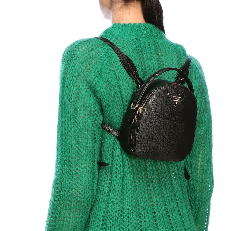 Odette Prada Mini-Rucksack aus Saffiano-Leder mit dreieckigem Logo schwarz 2