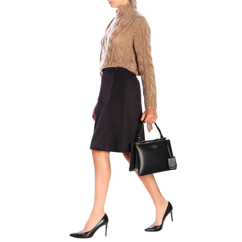 Sac porté main Prada: Sac à main Prada en cuir lisse avec logo en métal et bandoulière noir 2