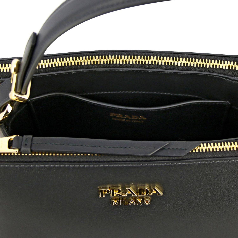 Sac porté main Prada: Sac à main Prada en cuir lisse avec logo en métal et bandoulière noir 5