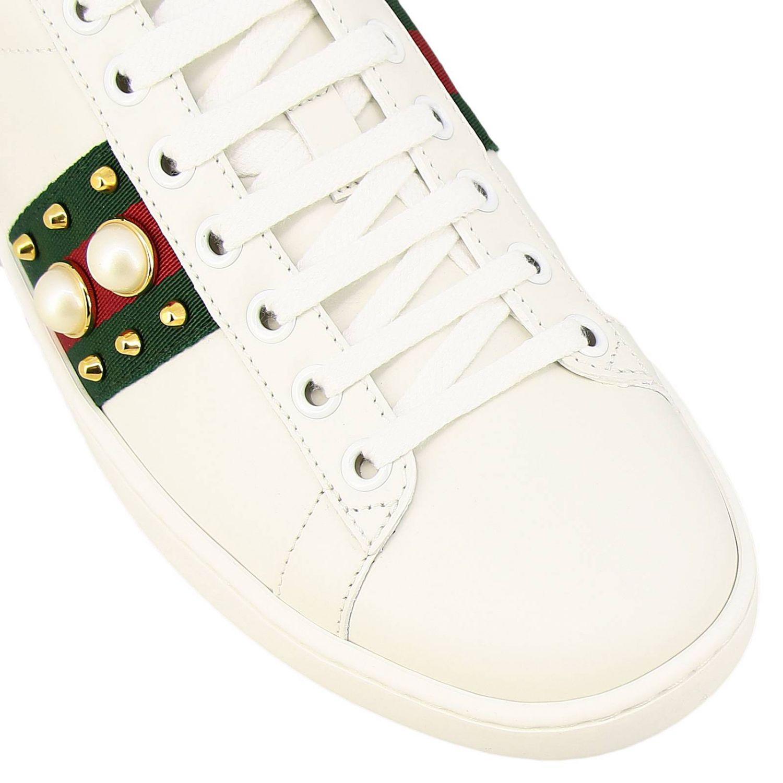 Sneakers New Ace stringata in pelle liscia con fasce Web Gucci maxi perle e borchie metalliche bianco 3
