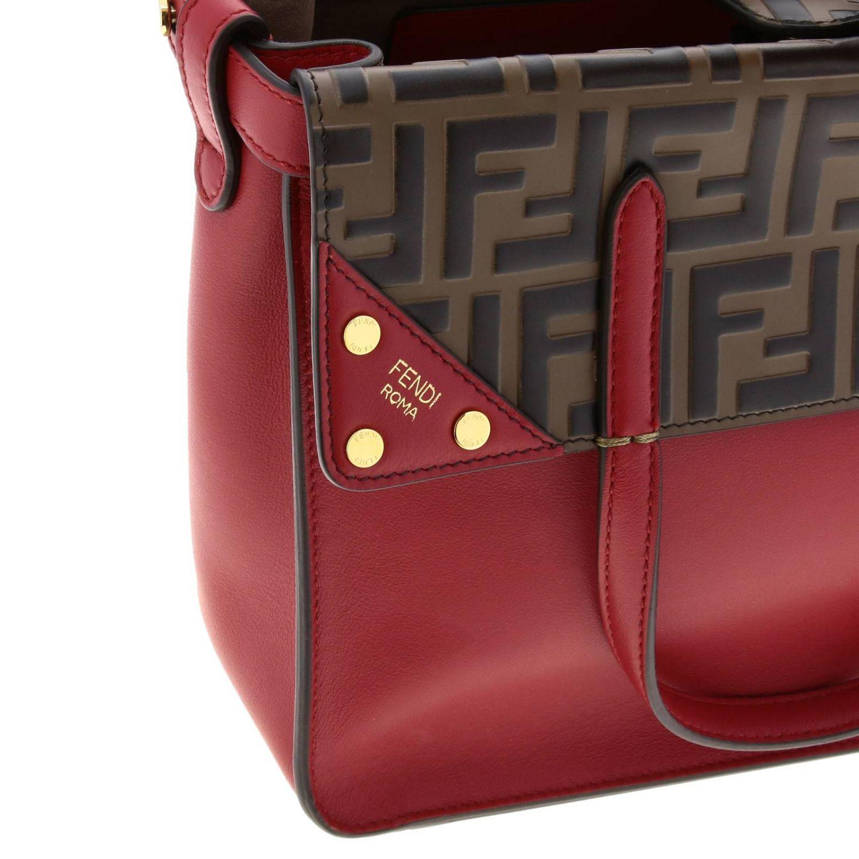 Fendi小号手提包采用哑光皮革制成,配有FF细节 红色 4