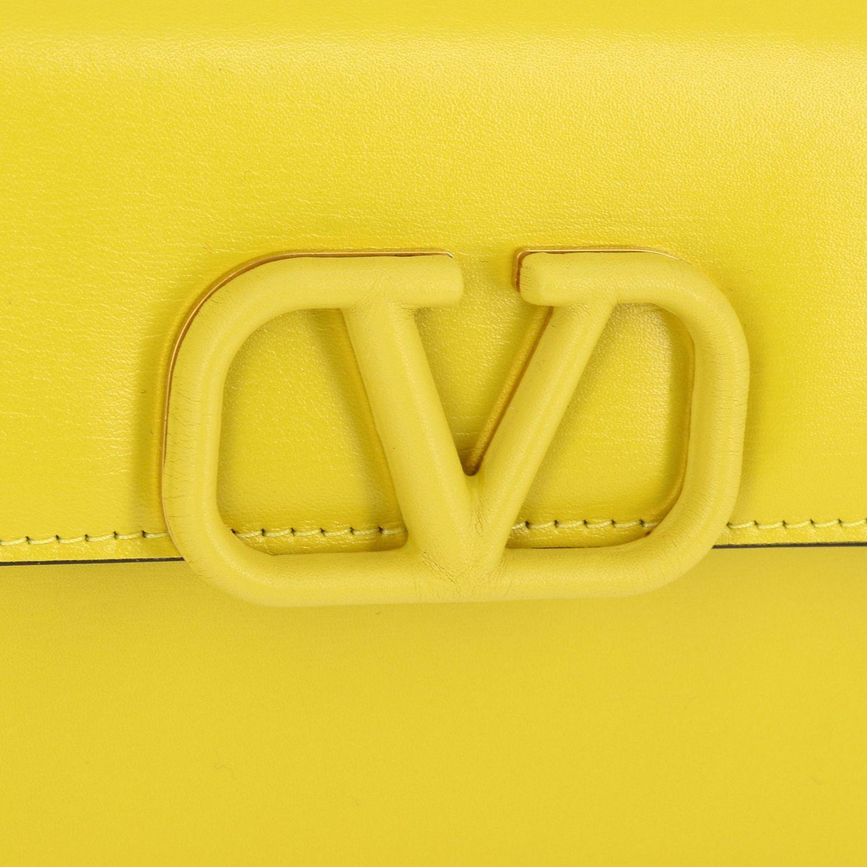 Borsa VLogo Valentino Garavani small in pelle liscia giallo 4