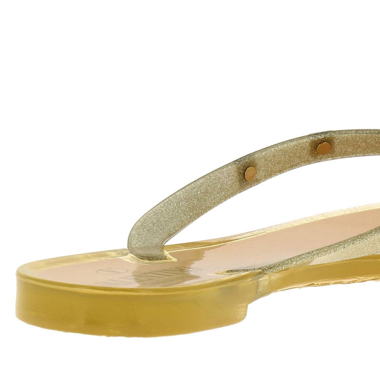 Sandalia plana Rockstud de PVC brillante con lazo maxi oro 4