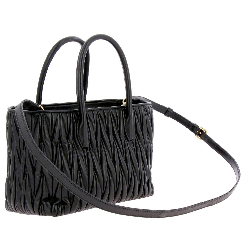 Borsa Miu Miu shopping bag in pelle matelassé con logo Miu Miu nero 3
