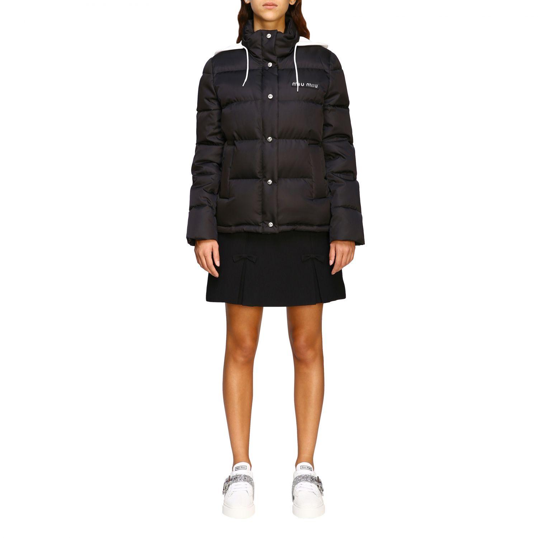 Giacca Miu Miu: Piumino corto logo strass cappuccio bordo pelliccia nero 1