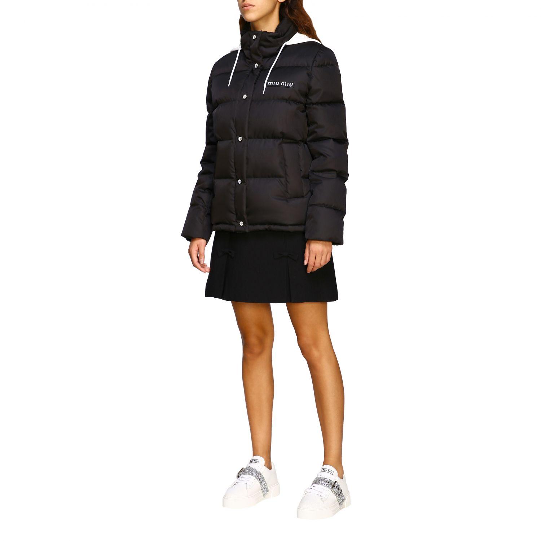 Giacca Miu Miu: Piumino corto logo strass cappuccio bordo pelliccia nero 4
