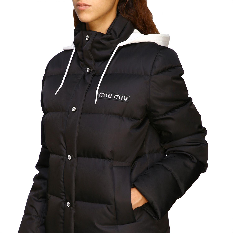 Giacca Miu Miu: Piumino corto logo strass cappuccio bordo pelliccia nero 5