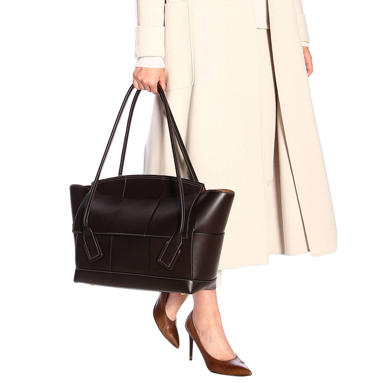 肩包 Bottega Veneta: Bottega Veneta手袋,大号编织图案真皮制成 暗色 2
