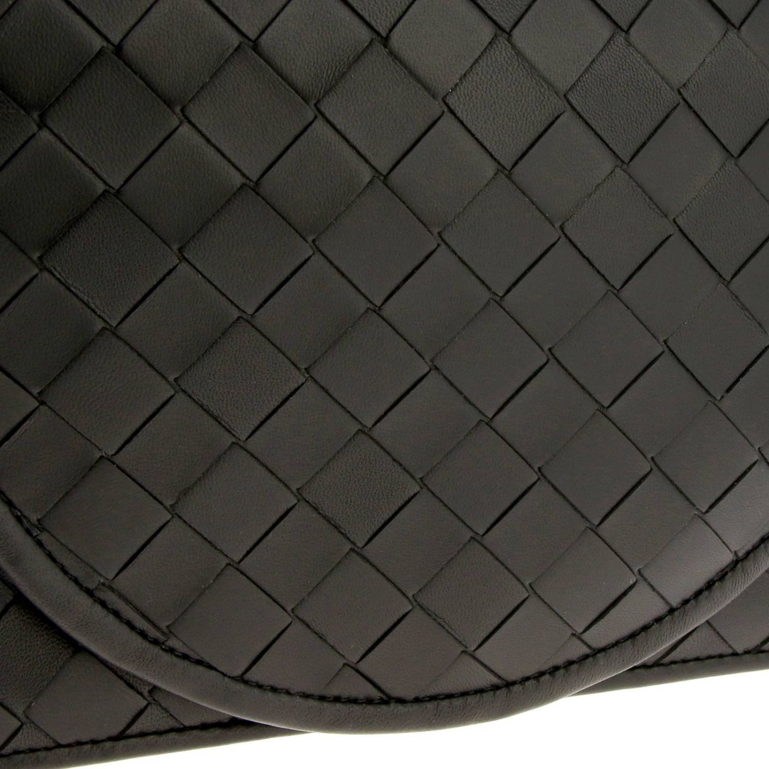 Bottega Veneta shoulder bag in leather with maxi weave black 4