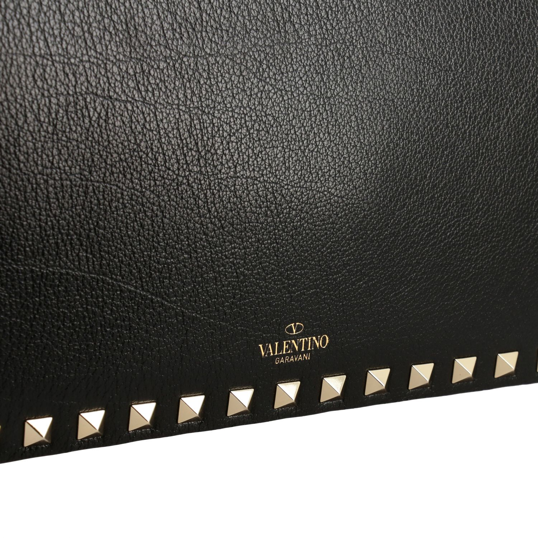 Valentino Garavani Rockstud leather clutch black 4