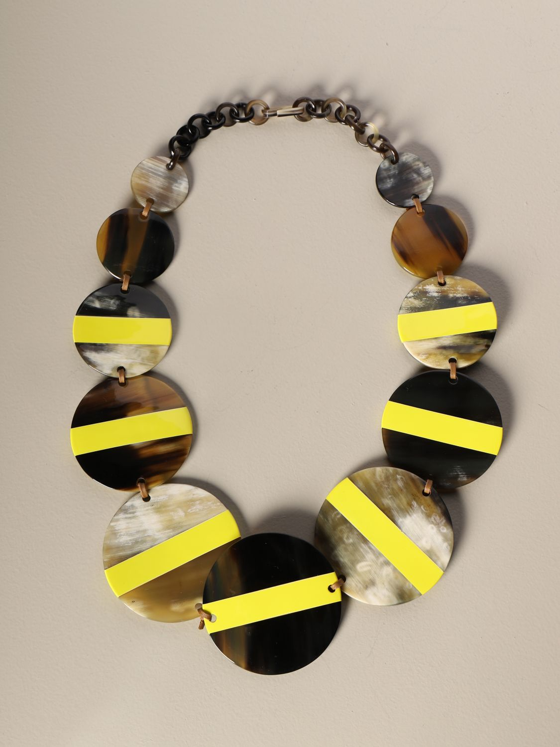 Jewel Allujewels: Allu'jewels Discs necklace in horn yellow 1