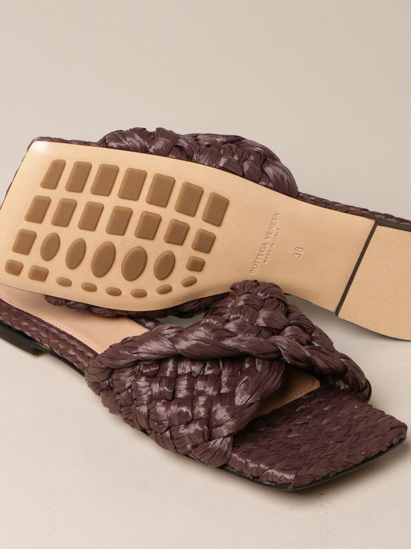 平跟凉鞋 Bottega Veneta: Bottega Veneta Stretch 编织拉菲草拖鞋凉鞋 暗色 4