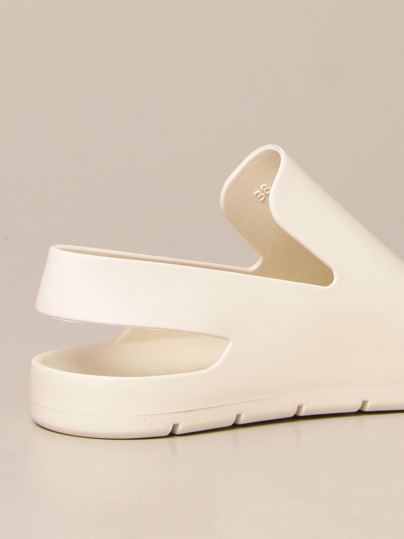 Босоножки без каблука Bottega Veneta: Обувь Женское Bottega Veneta белый 3