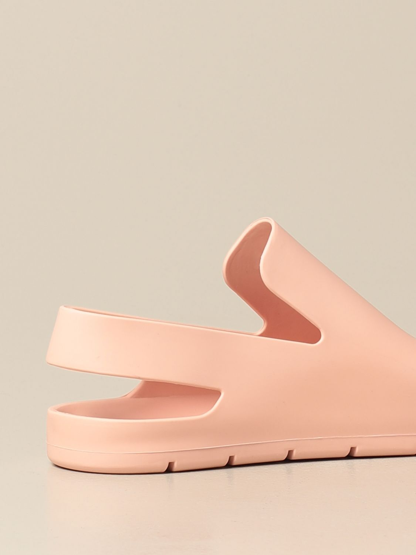 Босоножки без каблука Bottega Veneta: Обувь Женское Bottega Veneta пудра 3