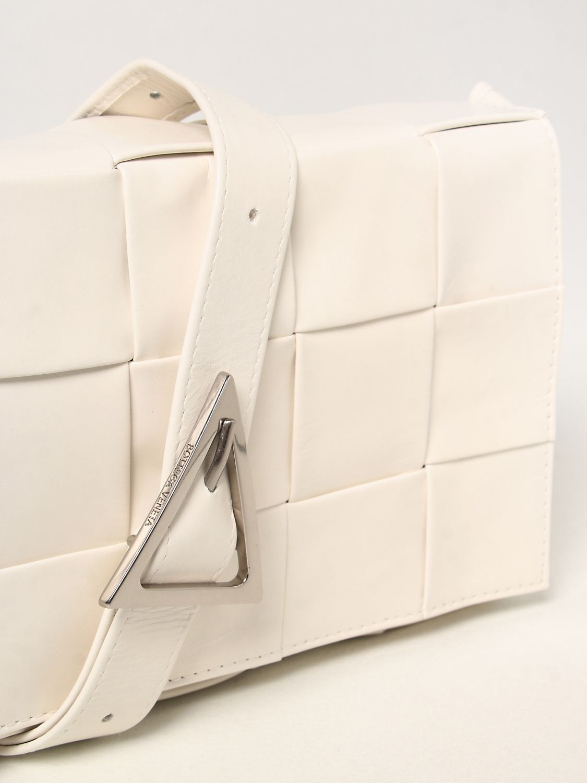 Borsa a tracolla Bottega Veneta: Borsa Cassette Bottega Veneta in pelle intrecciata bianco 3