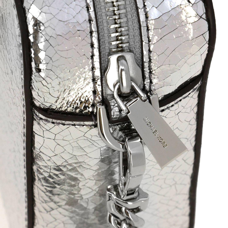 Borsa Michael Michael Kors camera bag in pelle laminata con logo argento 4