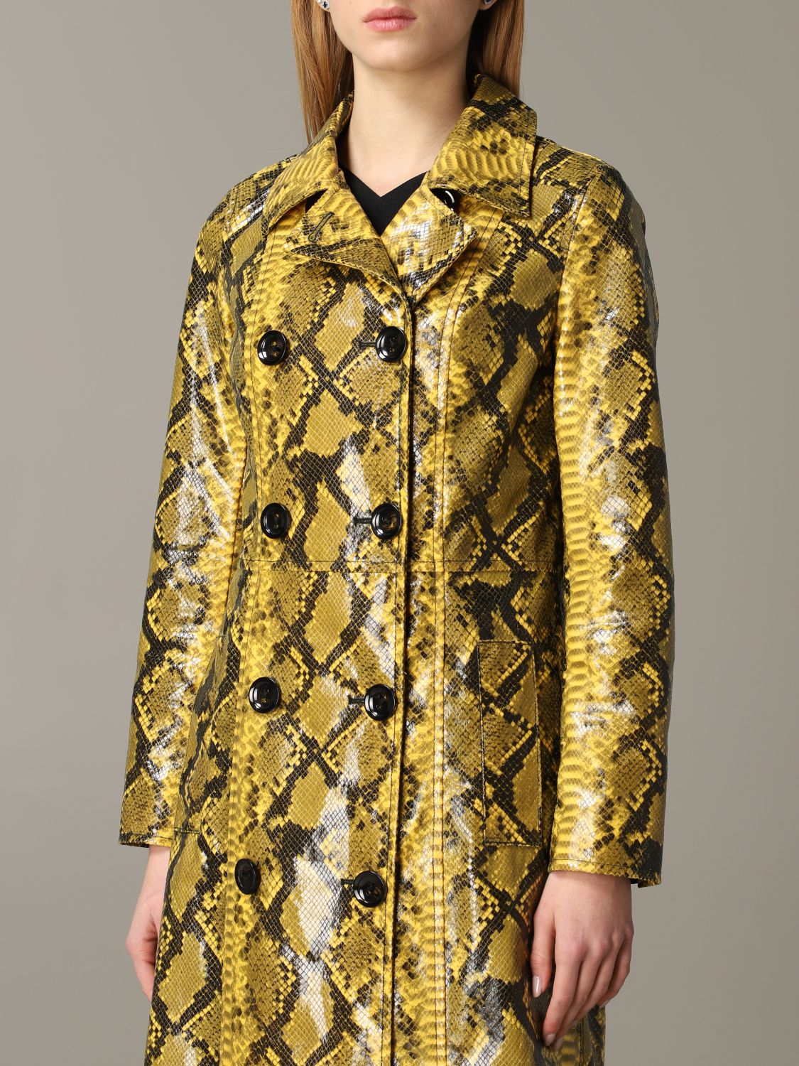 Stand double-breasted coat with python print yellow 5