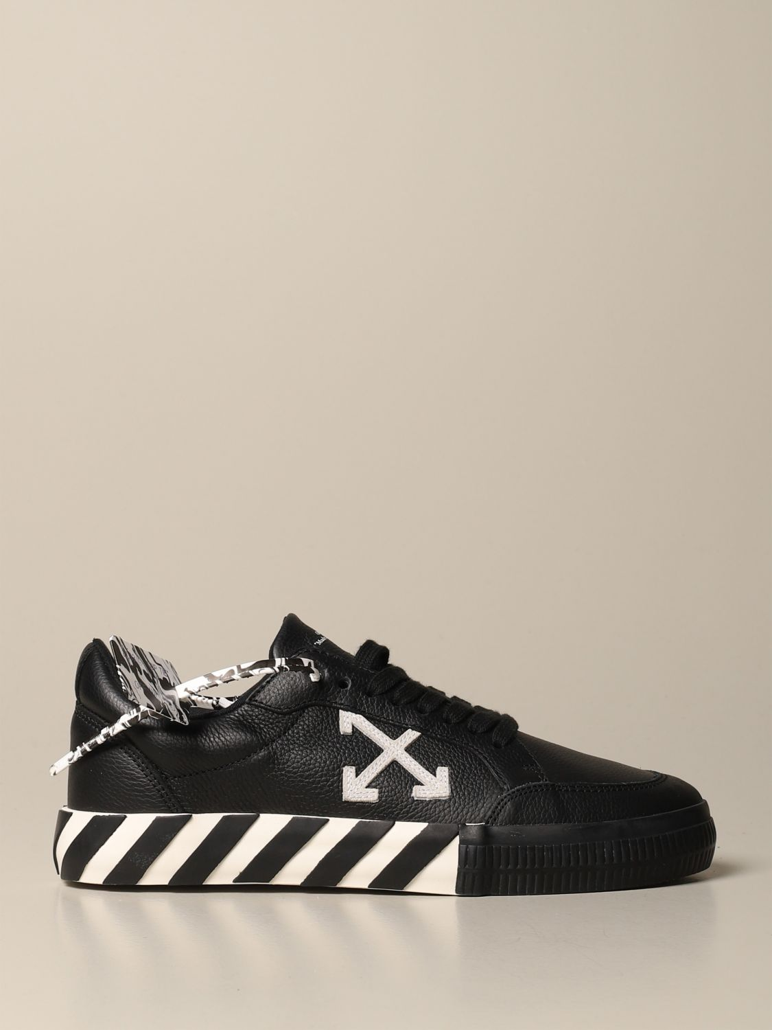Sneakers Off White: Off White leather sneakers with maxi arrow black 1