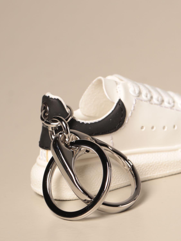 Portachiavi Alexander Mcqueen: Portachiavi Alexander McQueen a forma di sneakers bianco 2