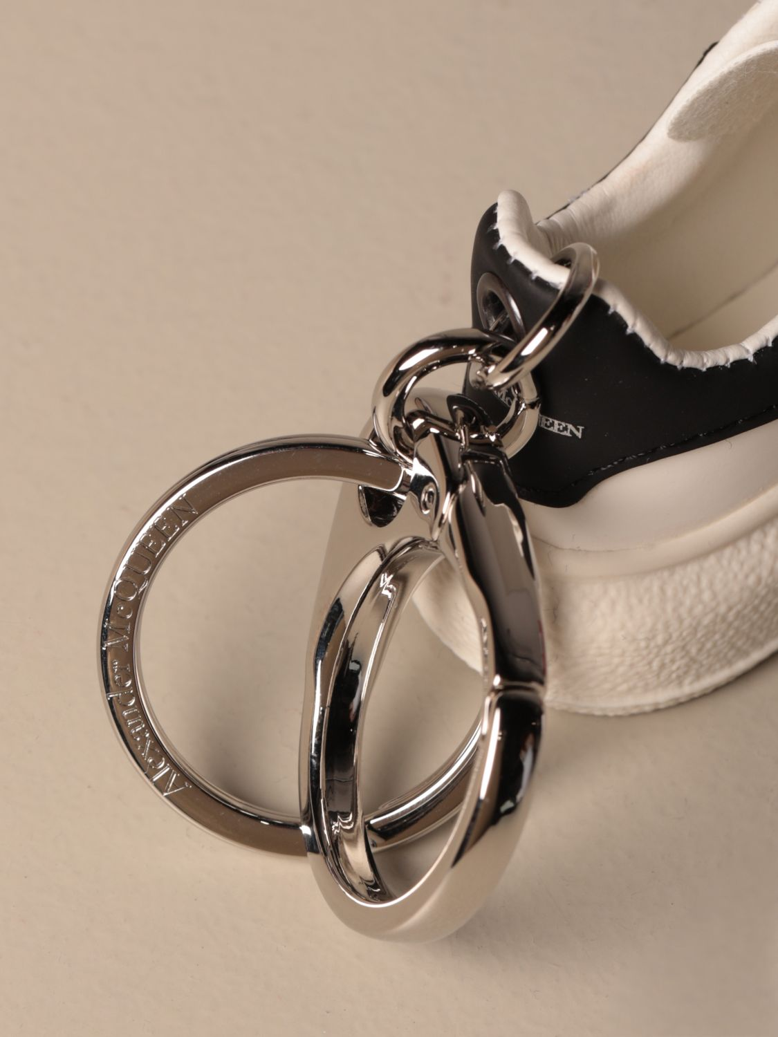 Keyring Mcq Mcqueen: Mcq McQueen keychain in the shape of a sneakers black 2