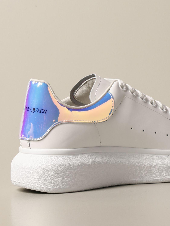 Sneakers Alexander Mcqueen: Sneakers Alexander McQueen in pelle con tallone iridescente bianco 3