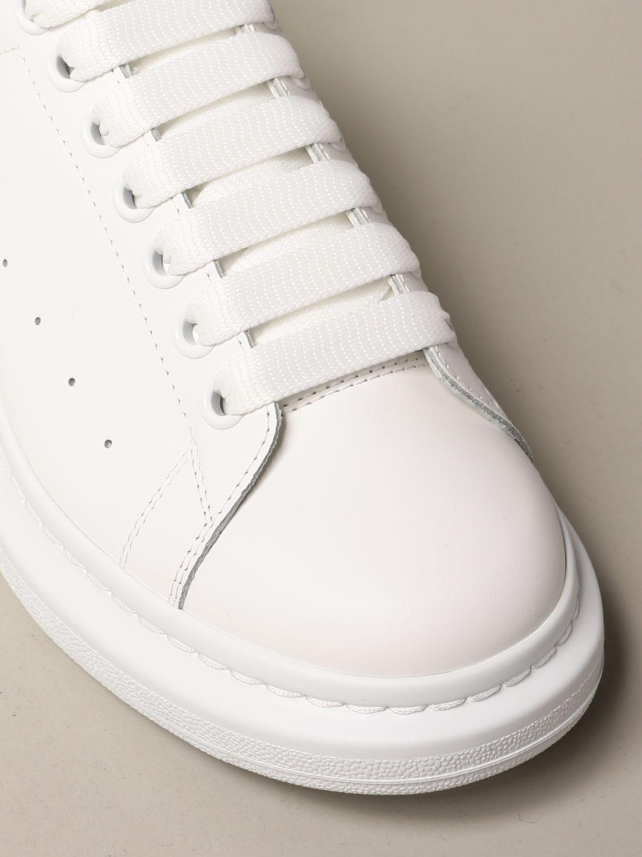 Sneakers Alexander Mcqueen: Sneakers Alexander McQueen in pelle con tallone iridescente bianco 4