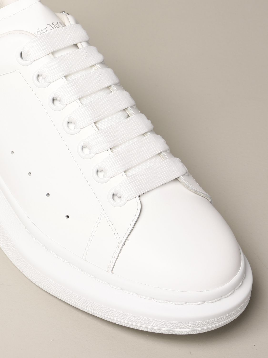 Sneakers Alexander Mcqueen: Alexander McQueen sneakers in leather with micro studs white 4