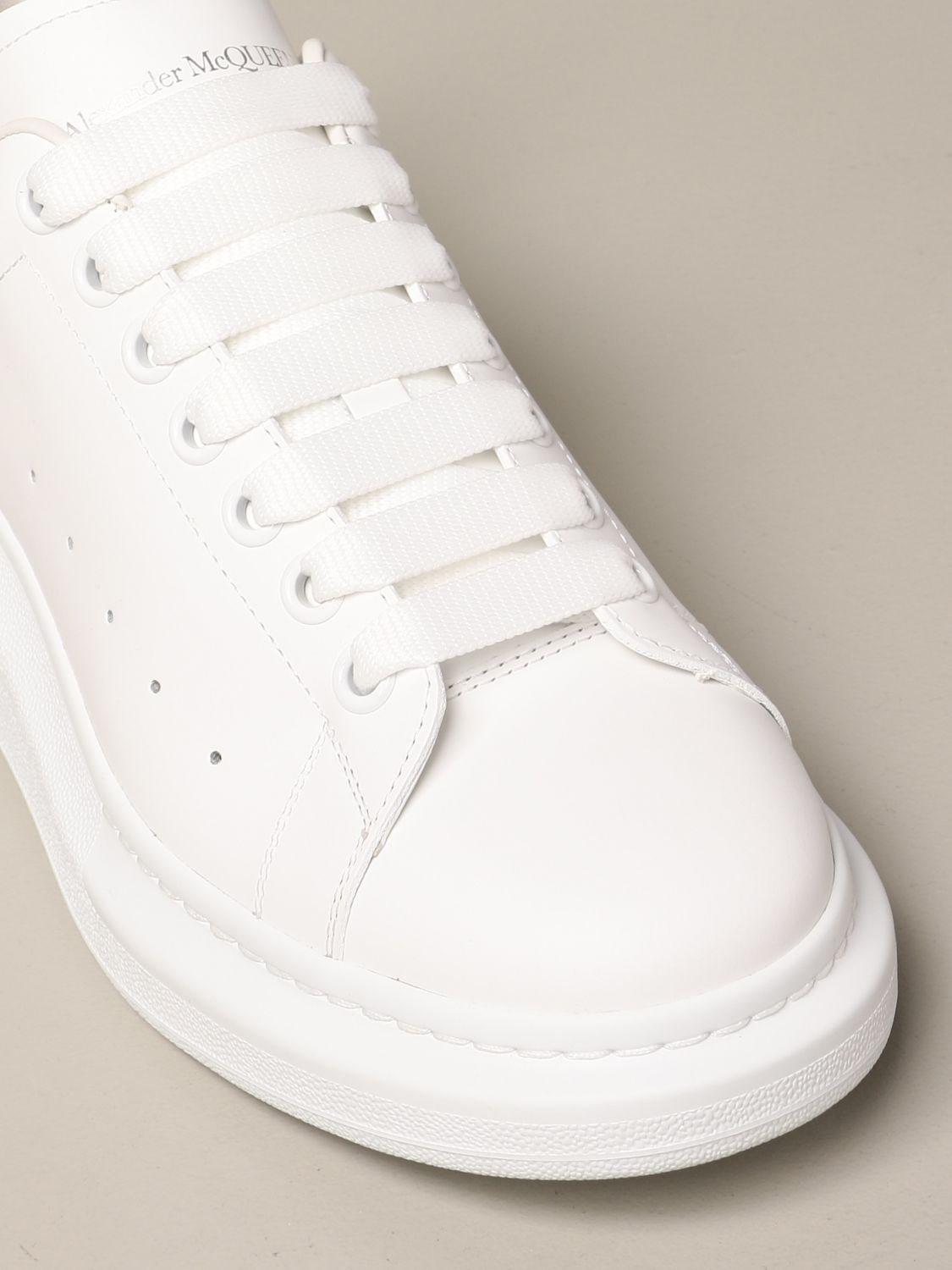 Trainers Alexander Mcqueen: Alexander McQueen trainers in leather with logo white 4