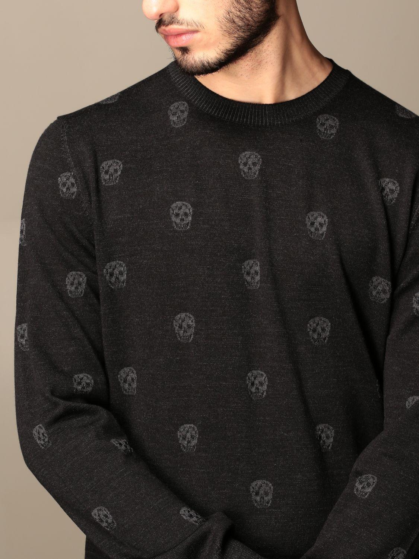 Jumper Alexander Mcqueen: Alexander McQueen crew neck sweater with skulls black 5