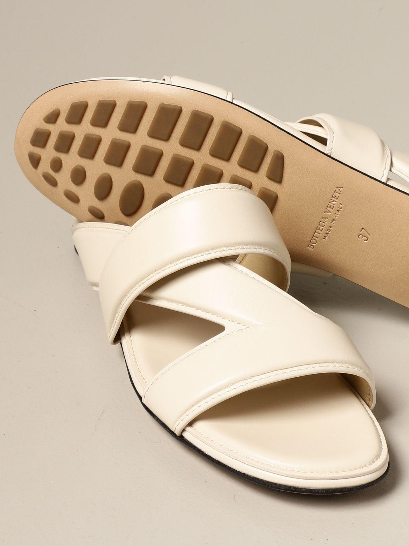 Босоножки без каблука Bottega Veneta: Босоножки на каблуке Женское Bottega Veneta белый 4