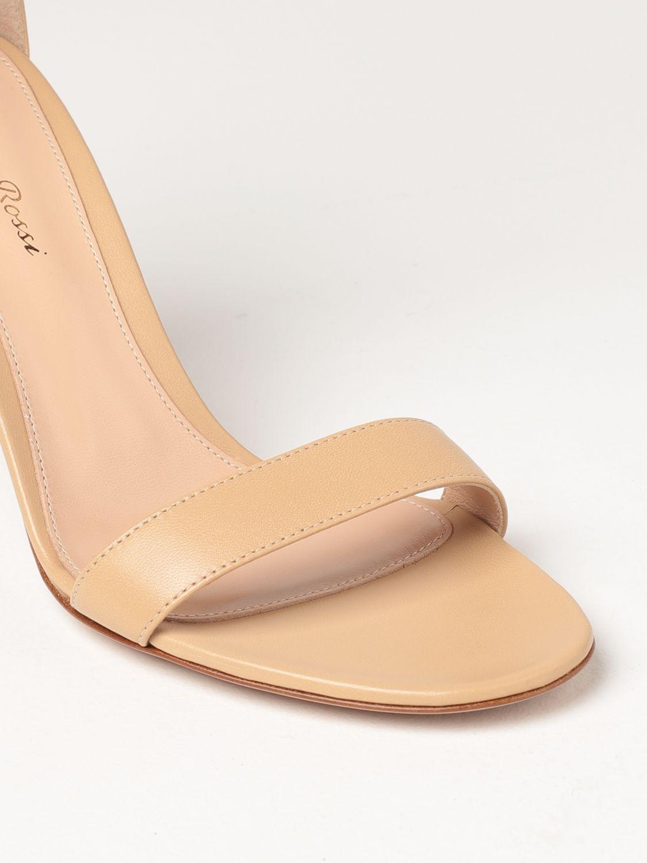 Sandalen mit Absatz Gianvito Rossi: Flache sandalen damen Sergio Rossi nude 4