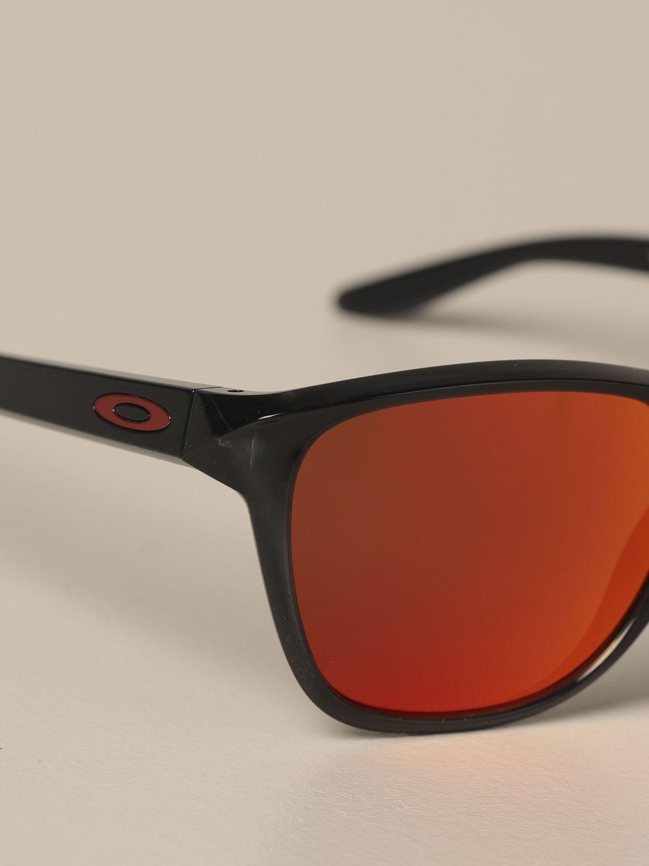 Lunettes Oakley: Lunettes homme Oakley rouge 3