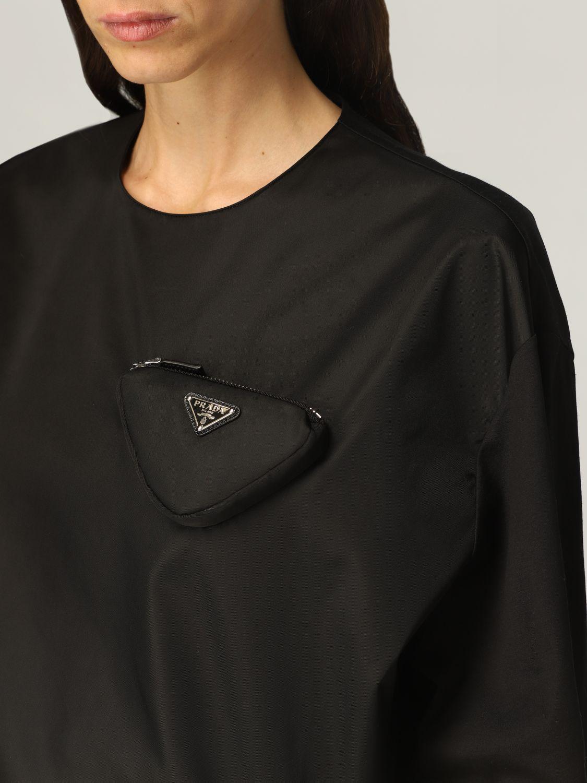 T-shirt Prada: T-shirt donna Prada in cotone e re-nylon con pouch e logo nero 5